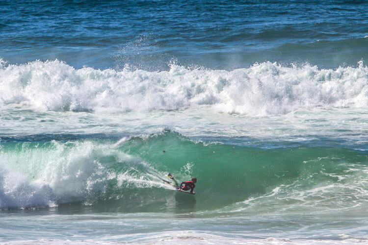 2016 Sintra Portugal Pro: there were powerful waves on the first day of competition | Photo: APB