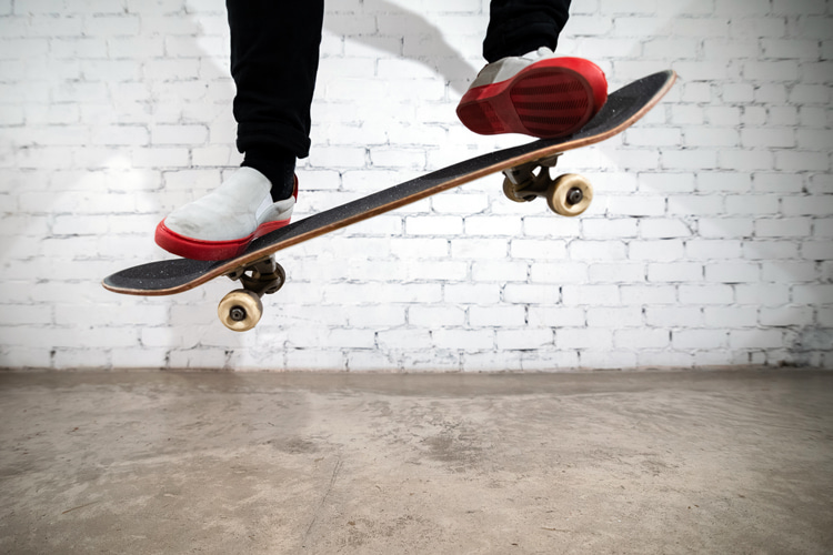 Ollie: beginner skaters should practice it stationary | Photo: Shutterstock