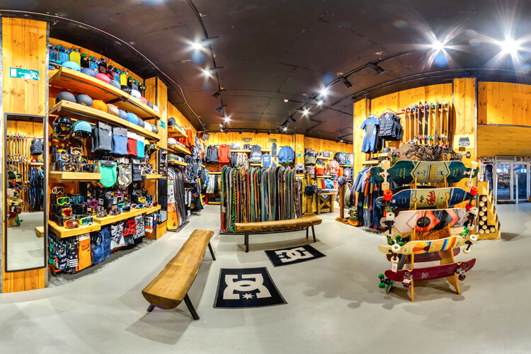 Skate shop: always the best place to buy skateboard gear and apparel | Photo: Shutterstock