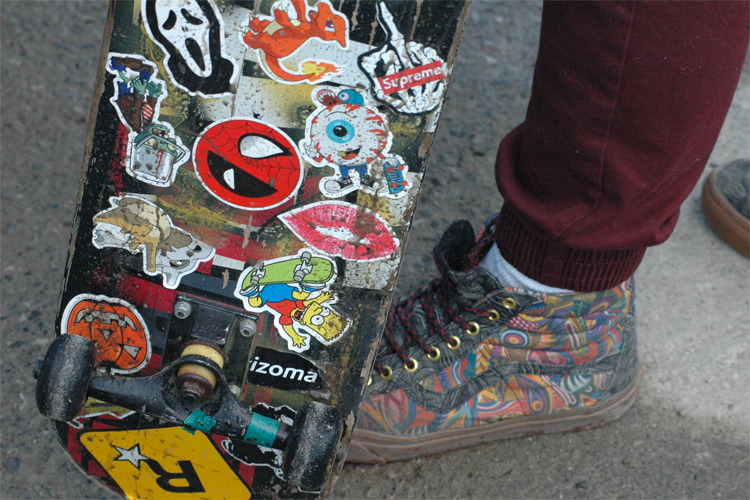Skateboard stickers: a symbol of skate and urban youth culture | Photo: Creative Commons