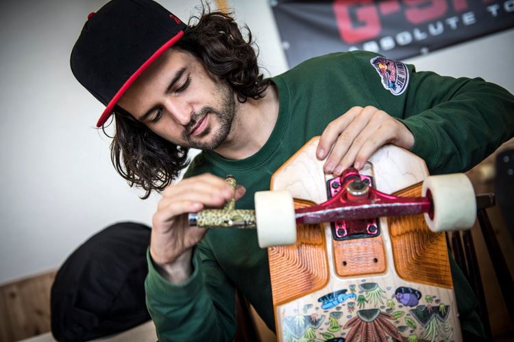 Skateboard wheels and bearings: learn how to remove old and install new ones | Photo: Red Bull