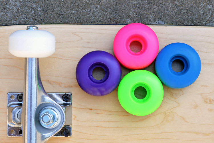 Skateboard Wheels: soft wheels for cruising, hard wheels for tricks | Photo: Shutterstock