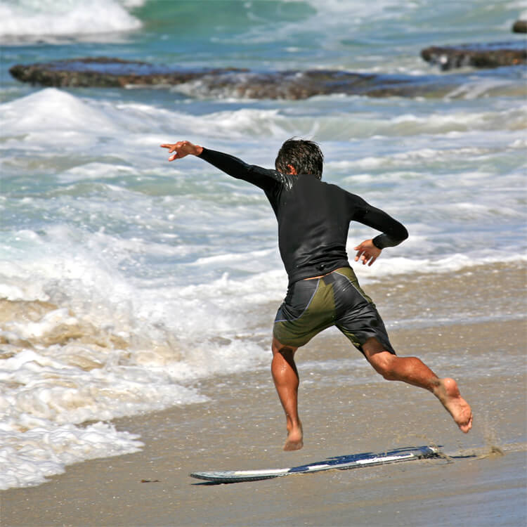 Skimming: don't throw the board so far in front of you that you have to catch up with it |  Photo: Bengt Nyman / Creative Commons