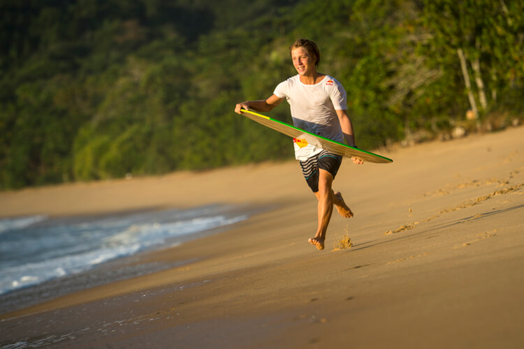 Skimboard: the best way to learn to skimboard is to improve your run and landing |  Photo: Red Bull