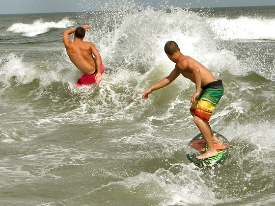 Skimboarding tricks: slide and splash