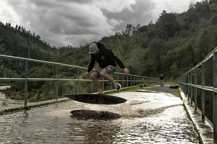 No Hands Bridge: the new skimboarding spot in Auburn, California | Photo: Brett Macadam