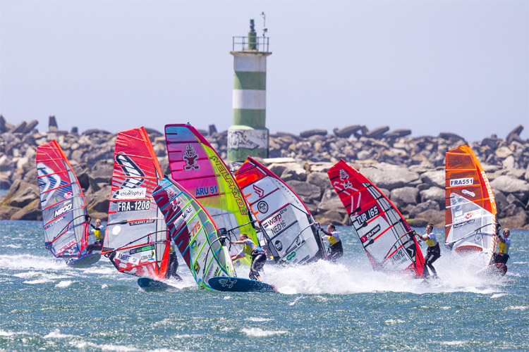 Slalom Windsurfing: it's all about strategy and tactics | Photo: Carter/PWA