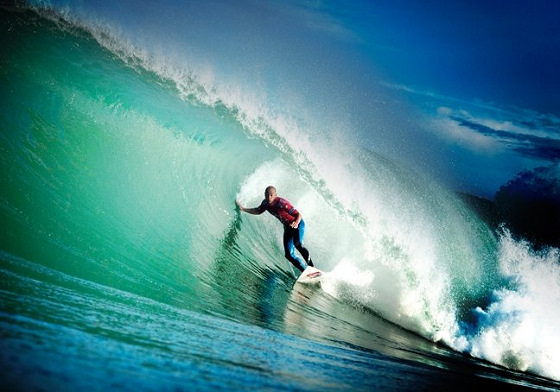 Kelly Slater: riding the beach breaks of the Landes