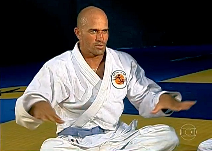 Kelly Slater: the new kimono wetsuit by Quiksilver