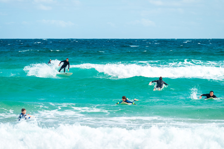 Surfing: it doesn't take much time to learn the basics of the sport | Photo: Shutterstock