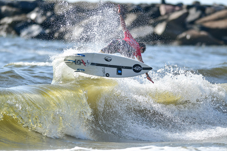 Surf contests: there's a lot of money involved in running professional competitions | Photo: WSL
