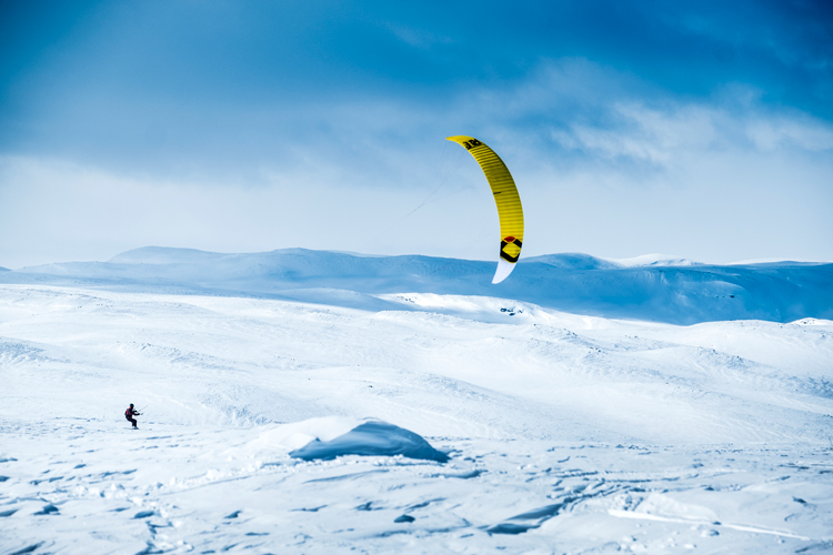 Snow kiteboard: a valid option in a post-COVID-19 world? | Photo: Tengs/Red Bull