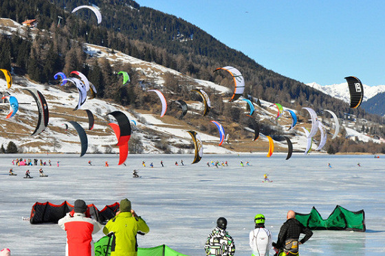 Snowkiting: you don't need wetsuits here