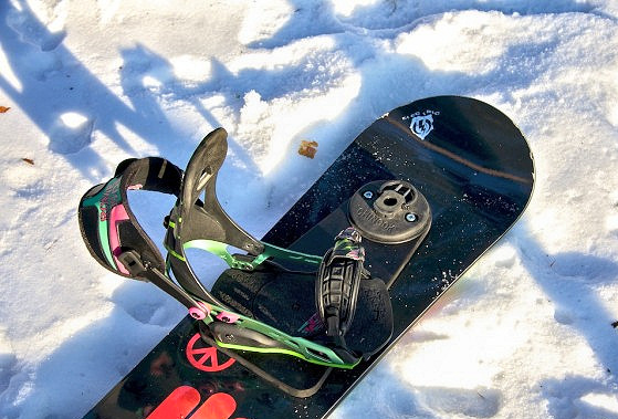 Snow windsurfing: mini board has been embedded
