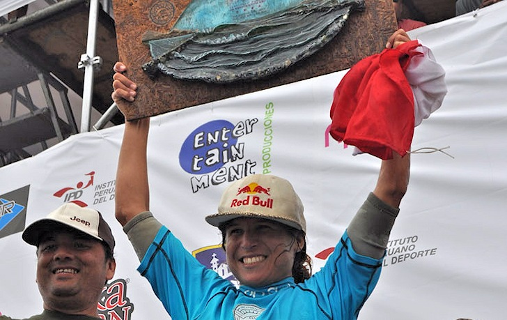 Sofia Mulanovich steals the 2014 Rip Curl Girls Pro