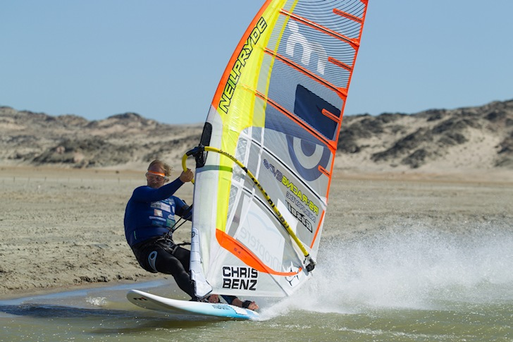 2014 Luderitz Speed Challenge: windsurfers are pressing kiteboarders | Photo: BeadlePhoto/Lexar