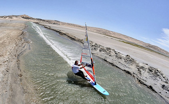 Speed windsurfing: the 50 knots club