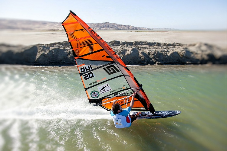 Speed windsurfing: learn to sail fast | Photo: Luderitz Speed Challenge