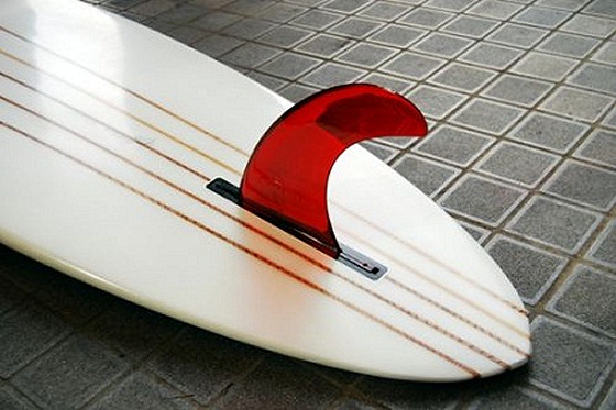 Spirare Surfboards: a fin made of a bottle