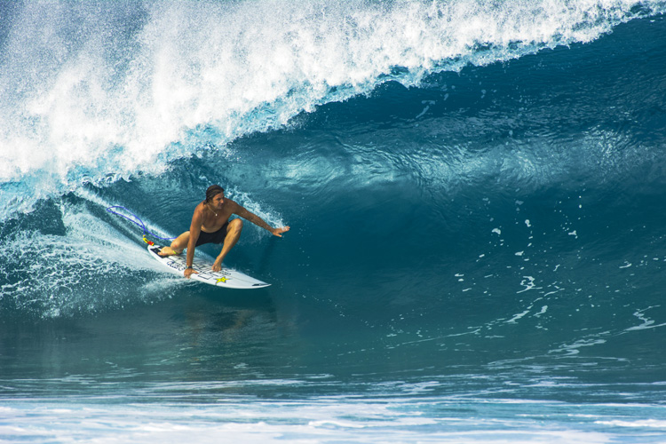 Stalling: an efficient and effective way of slowing down a surfboard | Photo: Shutterstock