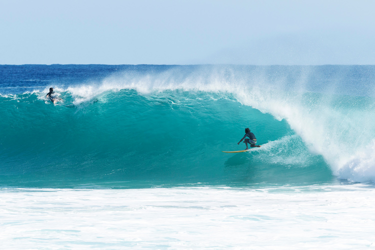 Barrels: you can use your knee or butt to decelerate the surfboard | Photo: Shutterstock