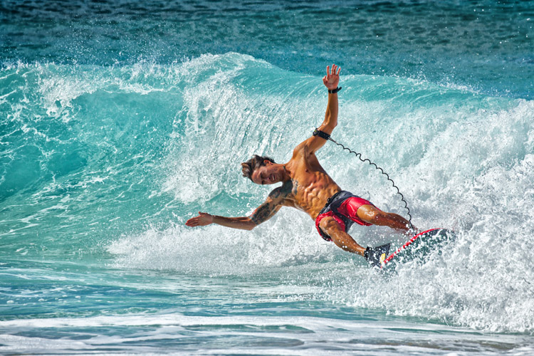 Stand-up bodyboarding: a complex lost art performed by a few | Photo: Shutterstock