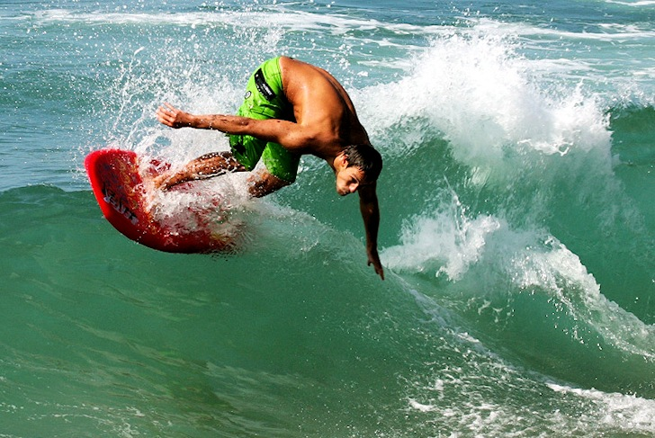 Stand-up bodyboarding: upright boogie mode with the Original Beater