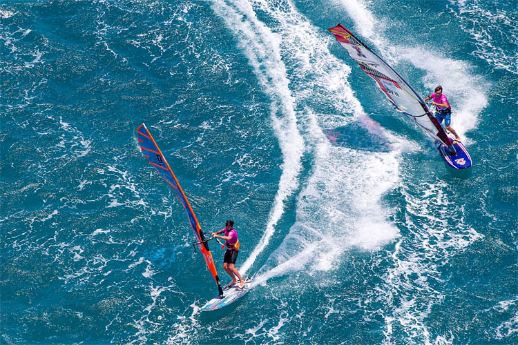 How to steer a windsurf board