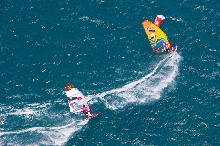 Steering: learn how to turn in windsurfing | Photo: Carter/PWA