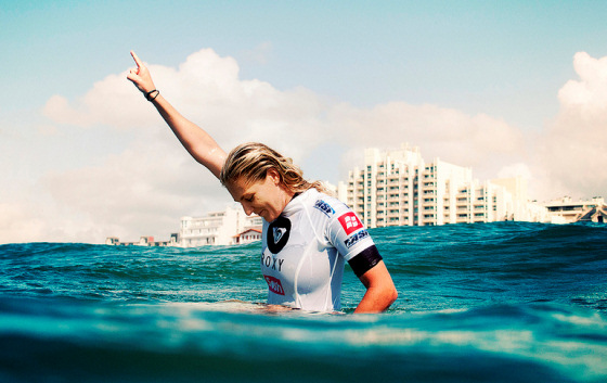Stephanie Gilmore: one hand of world surfing titles