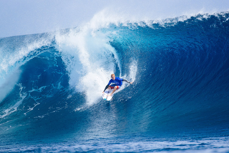 Stu Kennedy: negotiating the blue barrels of Cloudbreak | Photo: Sloane/WSL