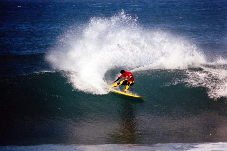 Sunny Garcia: applying the brakes at Jeffreys Bay | Photo: Saunders/Creative Commons