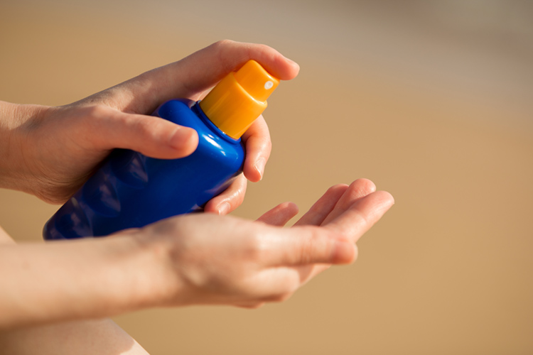Sunscreens: formulas containing oxybenzone and octinoxate should be banned | Photo: Shutterstock