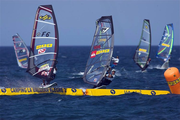 Super X Windsurfing: it's all about jumping obstacles | Photo: PWA