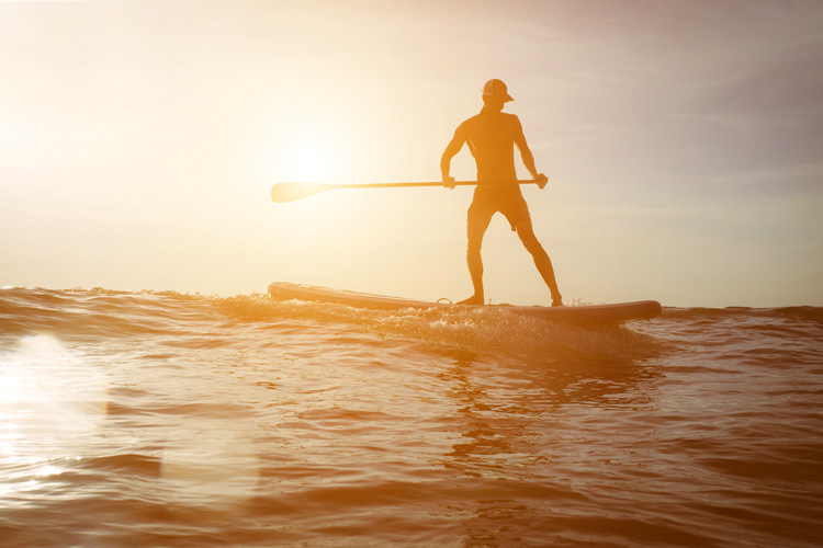 SUP: efficient paddling means more speed and less energy spent with each stroke | Photo: Shutterstock