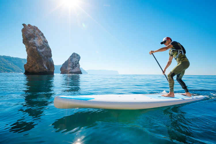 SUP Racing: narrower and longer paddle boards for extra speed and gliding | Photo: Shutterstock