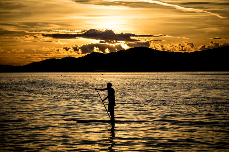 Stand-up paddleboarding: considered a vessel by the U.S. Coast Guard | Photo: Creative Commons