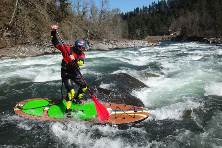 SUP Whitewater: riding river rapids on a SUP | Photo: Collier/Creative Commons