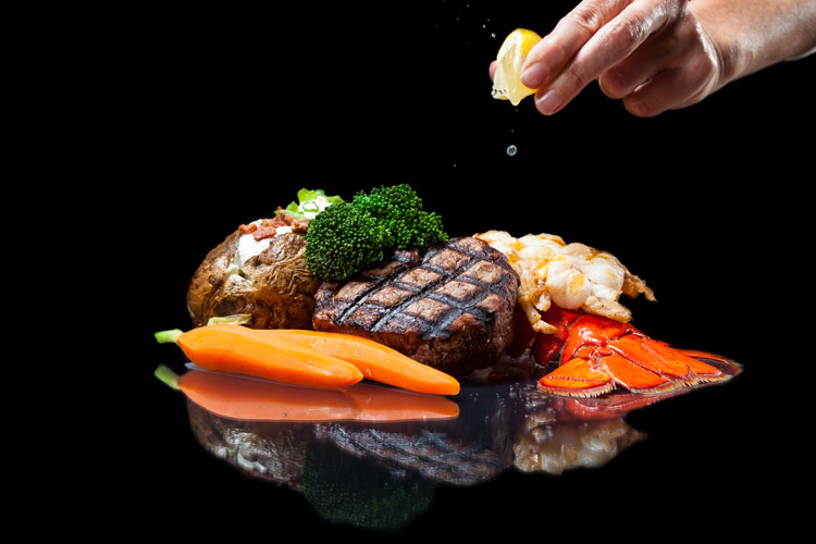 Surf and turf: a main course dish featuring both red meat and seafood | Photo: