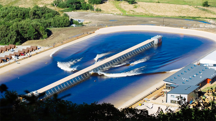 Surf Snowdonia: the world's first public wave pool opened in Wales in 2015 | Photo: Wavegarden