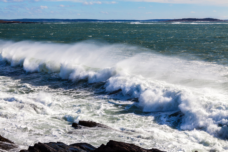 Beaches: the breaking of the waves could spread Covid-19 farther | Photo: Van Der Werf/Creative Commons