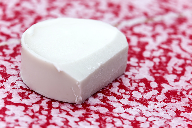 Surf wax: make your own wax using natural ingredients | Photo: Shutterstock