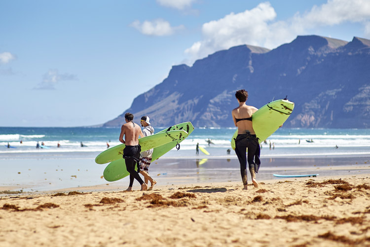 Surf lessons: instructors should lead by example | Photo: Shutterstock
