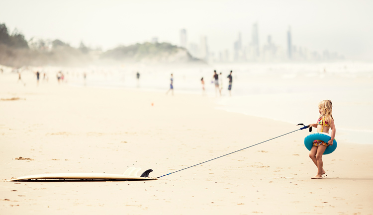 Surfboard leash: the rope that connects surfboard to your ankle | Photo: Shutterstock