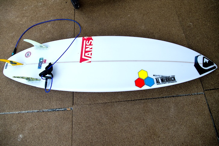 Surfboard stickers: learn how to glue them down | Photo: ASP