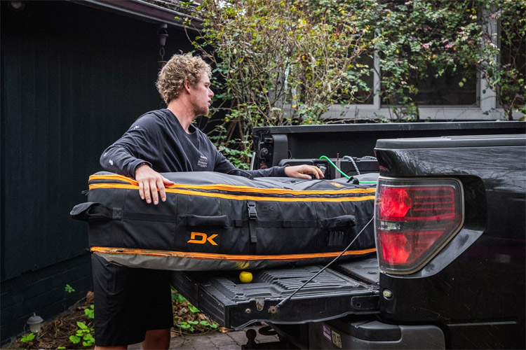 Surfboard travel bags: protect your favorite stick from cracks and heat