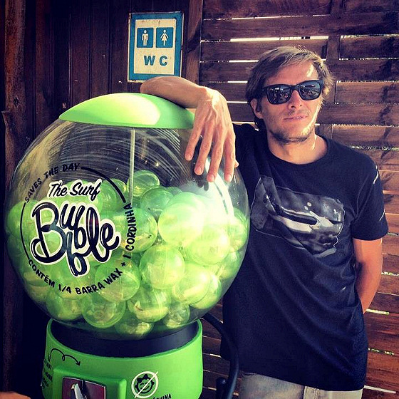The Surf Bubble: a surf leash and wax for one euro, only