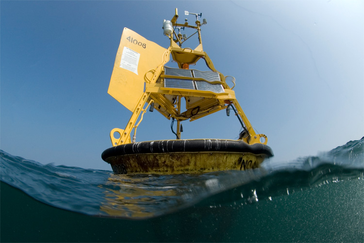 Ocean buoys: they measure wave height, swell period and direction, wind speed and direction, air and water temperature, and barometric pressure | Photo: NOAA