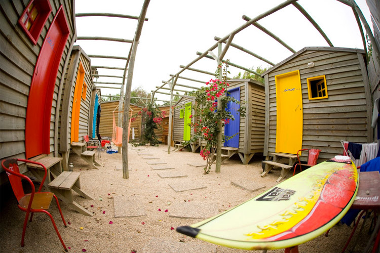 Surf camps: some lodges are more comfortable than a five-star hotel | Photo: Ribeira Surf Camp