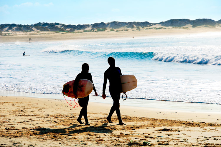 Surfers: they are satisfaction seekers | Photo: Shutterstock